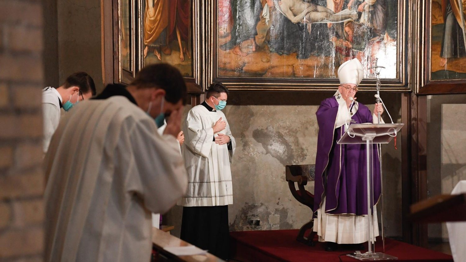 Pope at All Souls Mass: Christian hope is the Lord's free gift - Vatican News