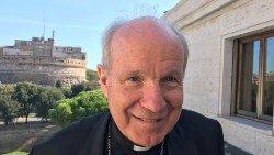 Kardinal Schönborn bei einem Besuch bei Radio Vatikan