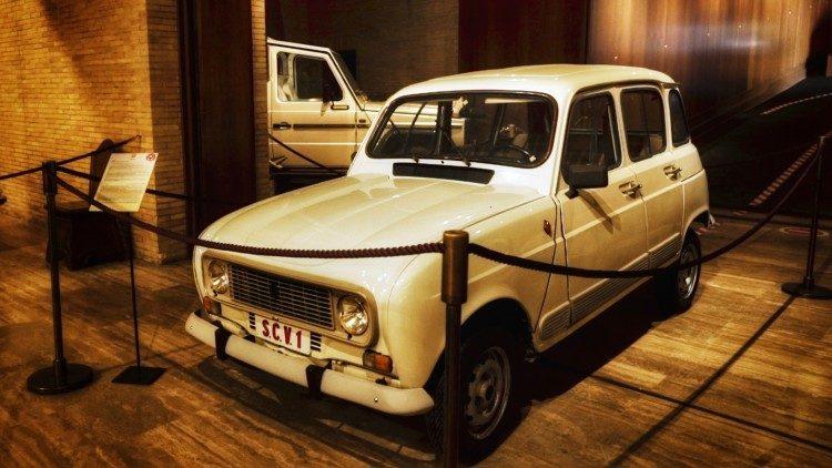 La Renault 4 del Papa Francisco