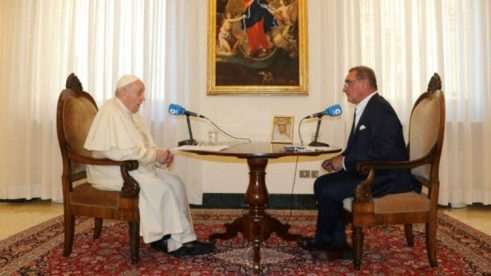 Pope Francis speaking with Carlos Herrera di Cope