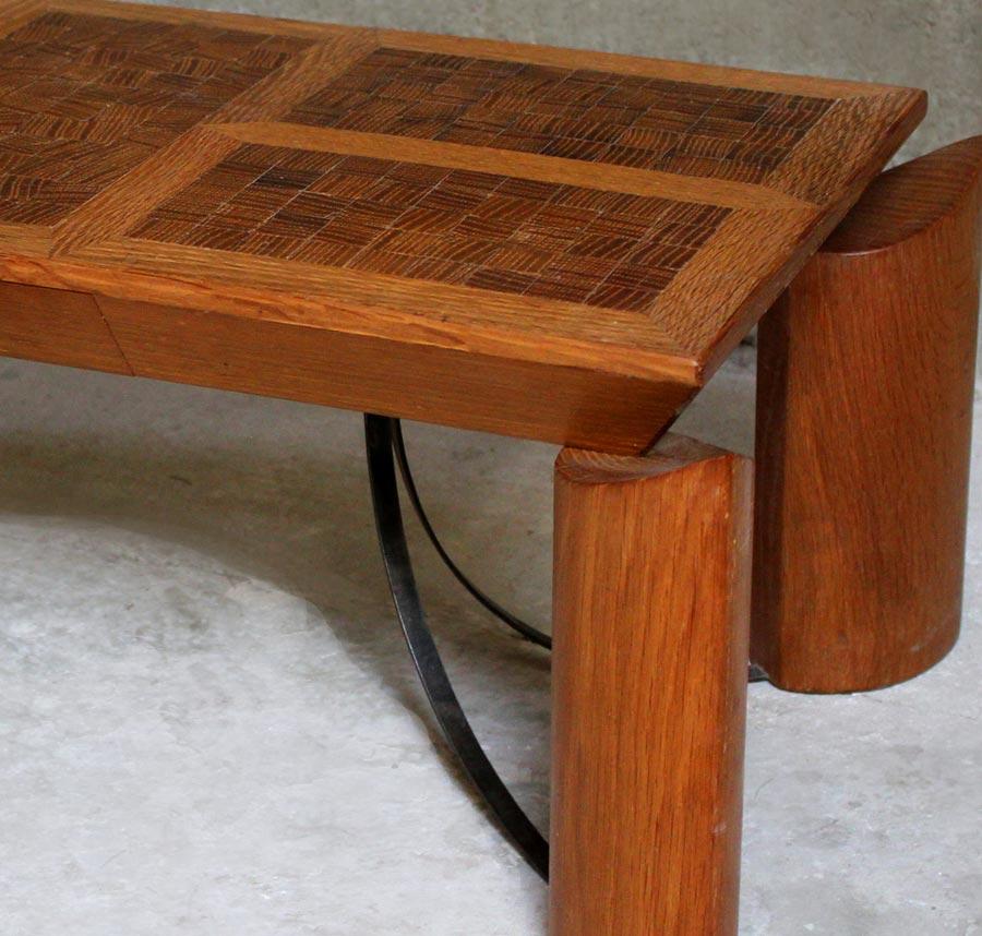 table longue plateau en bois debout