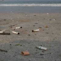 Sigarette in spiaggia: la maleducazione italiana