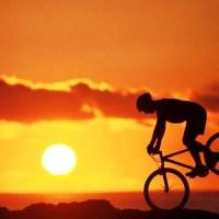 Biker al tramonto
