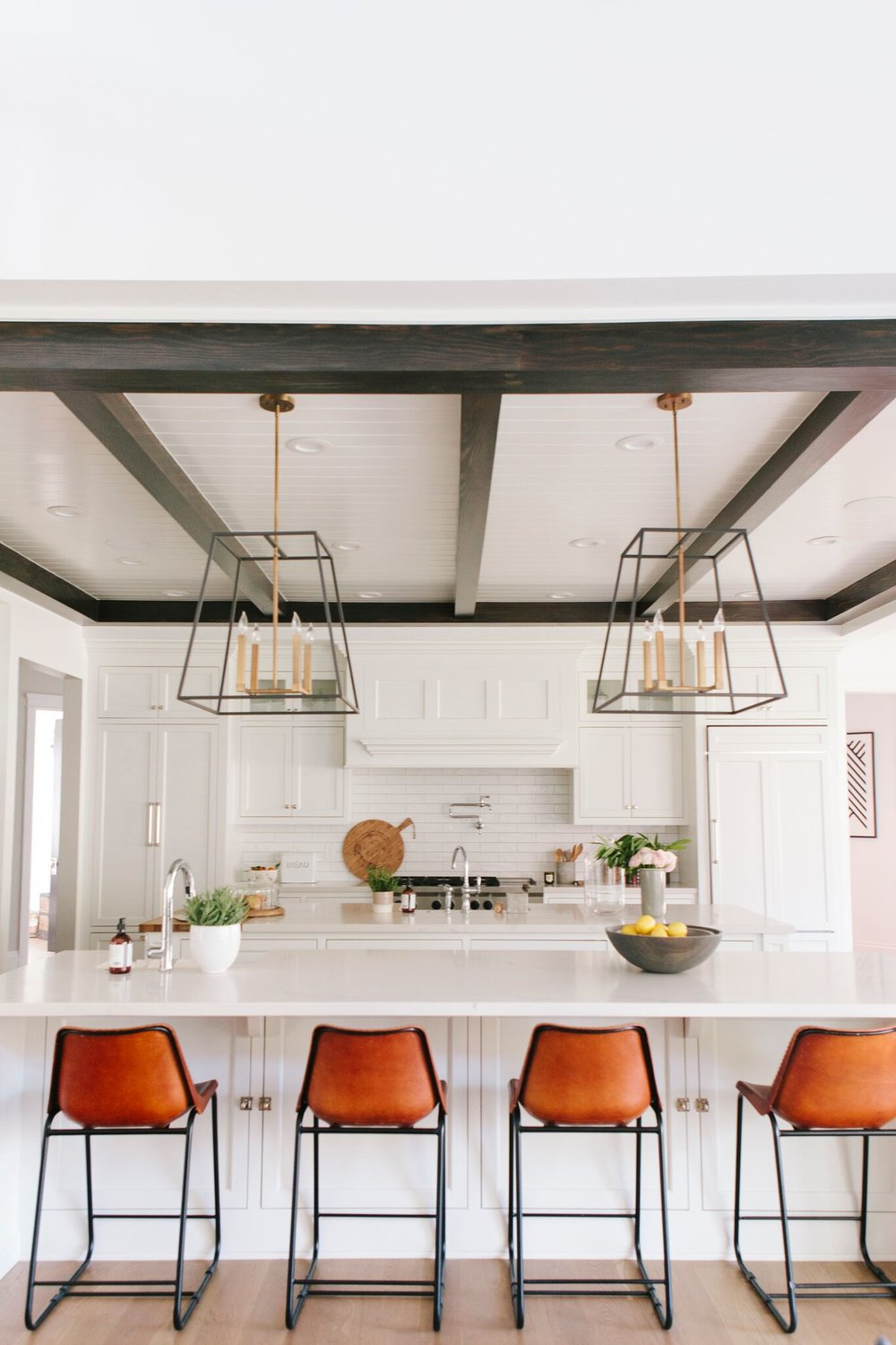 im all about a good seasonal refresh so i was thrilled to see studio mcgee styled the kitchen of maria and josh from two peas their pod blog - Spring Kitchen