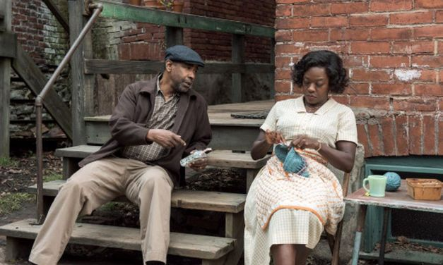 <em>FENCES</em>   Play turned film is as commanding on screen as on stage