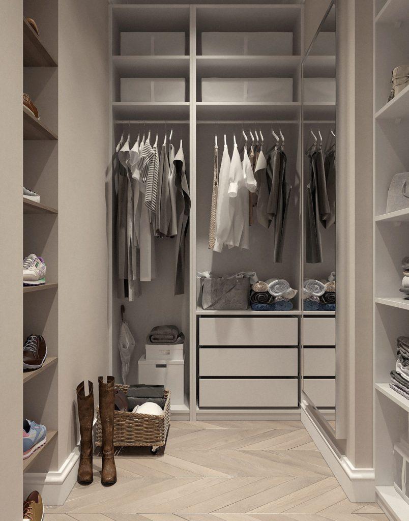 cabina armadio bianca con vestiti chiari appesi e stivali sul pavimento