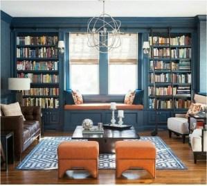 angolo lettura sotto la finestra del soggiorno