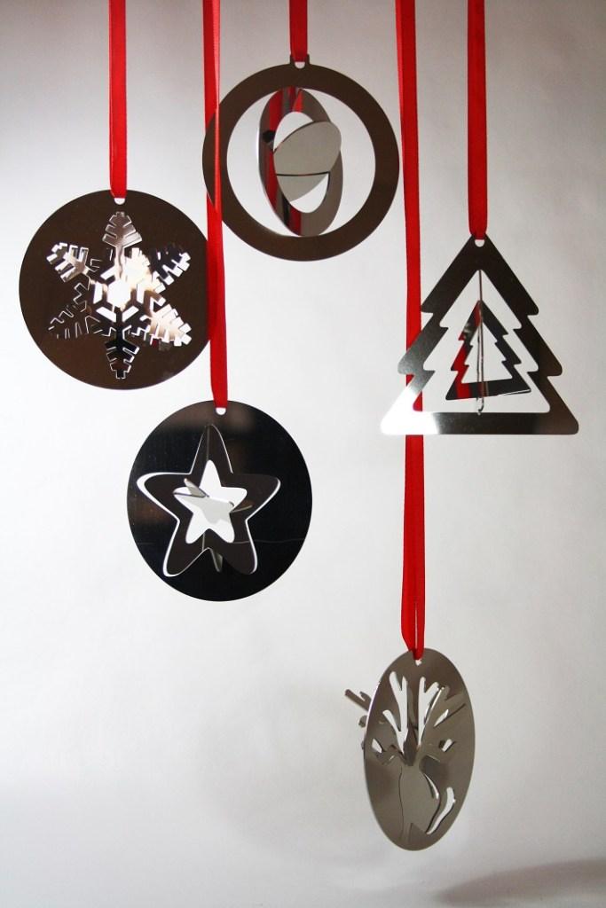 palline e decori di Natale in metallo lucido in 2 dimensioni