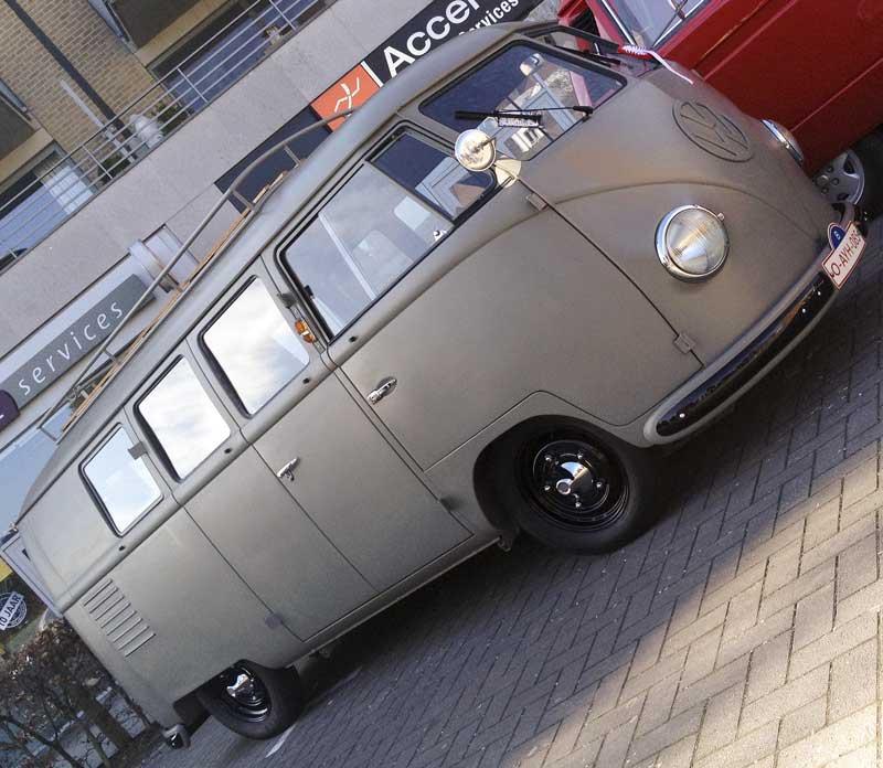 one badass looking Barndoor split screen bus