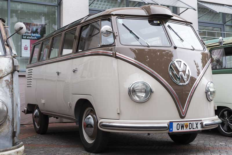 super tidy Barndoor 23 window deluxe Samba with Behr scoop… nice!