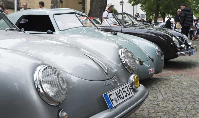 über cool early Porsche line up