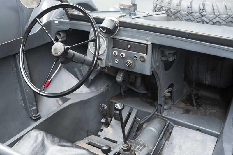 the bare necessities of a Schwimmwagen interior