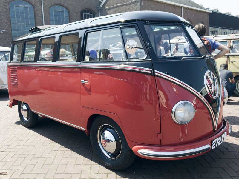 super clean and restored 23 window deluxe barndoor 'Samba' bus