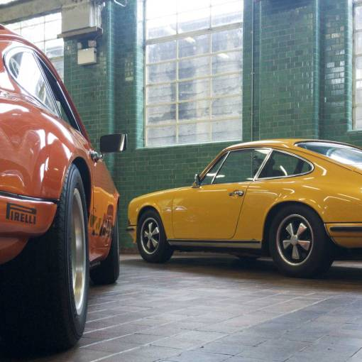 outside in the wet or inside in the dry, awesome Porsche 911's everywhere!