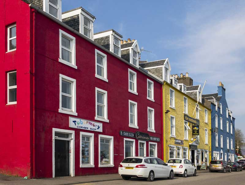 the iconic colourful harbourside buildings of Tobermory
