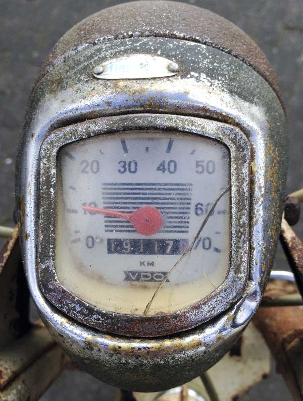 aged simplicity of a Flandria moped speedo