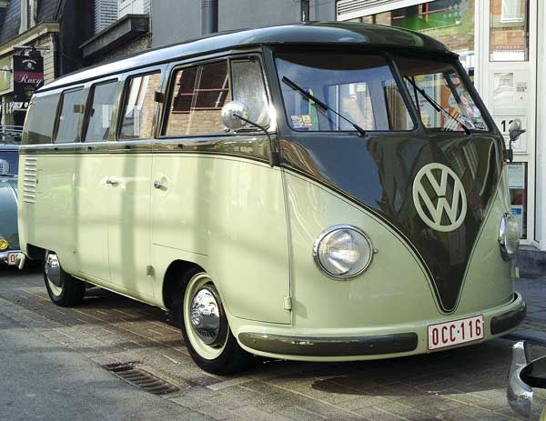 stunning Palm Green/Sand Green colour combo on this early bus