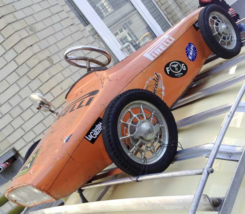 cool little Pirelli roofrack racer