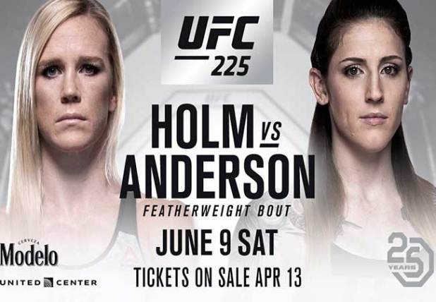 Holly Holm in actie op UFC 225 Chicago
