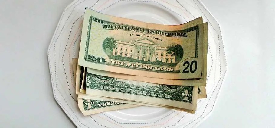 Money on a plate - should you tip your movers?