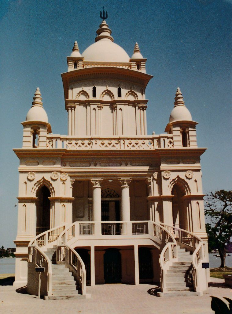 16 Swami Vivekananda Temple at Belur Math - Photo 1