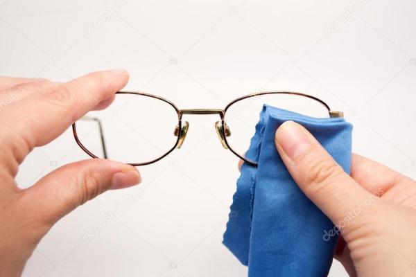 Pulizia degli occhiali: quello che sbagli