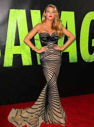 blake-lively2012-06-26_06-38-58stuns-at-the-savages-premiere-520x714