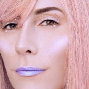 Vee pink hair, white Glitter Cream & Highlighter