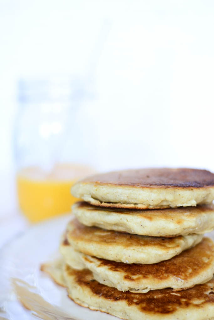 The best vegan pancakes for a lazy weekend, breakfast in bed type of morning. #vegan #pancakes #recipes