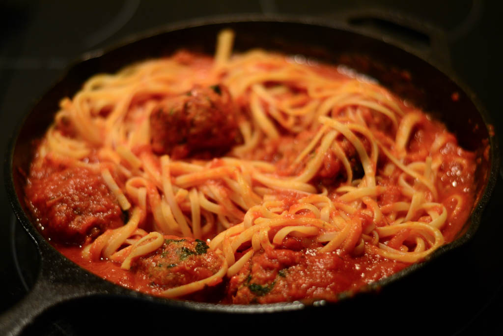 Save this vegan spaghetti recipe with Beyond Meat meatballs! It tastes just like real spaghetti and meatballs! You're gonna love it. #veganfood #veganrecipes #vegan #pasta