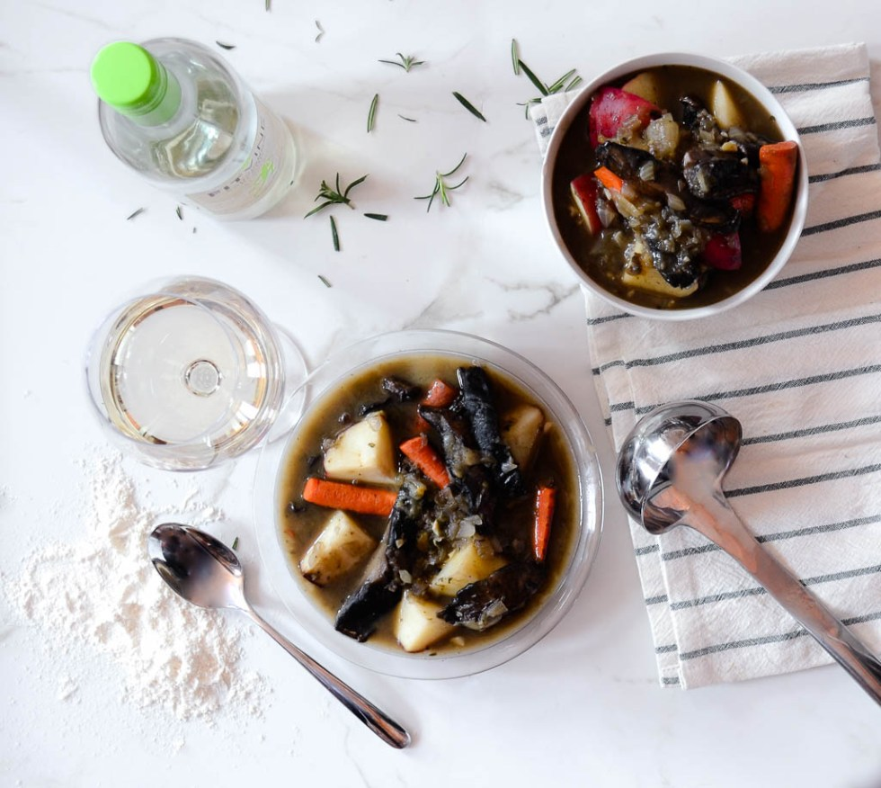 This vegan mushroom stew is the ultimate meal for a chilly winter evening! It's simple to make and ready in no time. You're gonna love it!