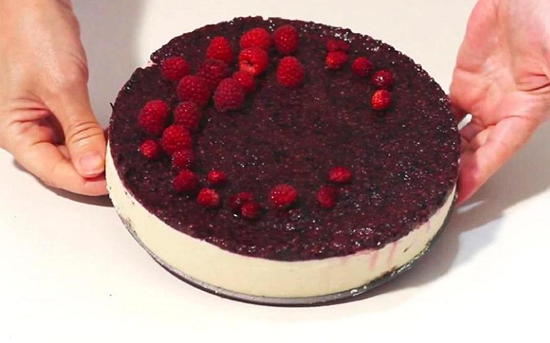 Tarta de Queso Crudivegana de Frutos Rojos