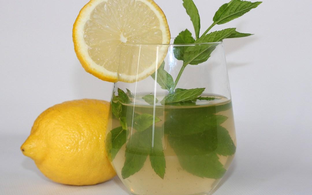 Agua Saborizada de Limón, Hierbabuena y Jengibre