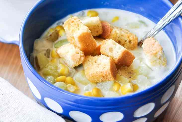 20 minutes or less Creamy Vegan Corn Chowder https://www.veganblueberry.com