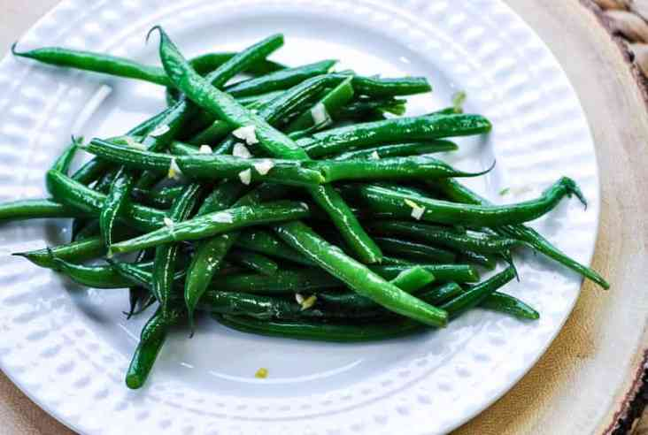 Addictive Garlic Green Beans https://www.veganblueberry.com