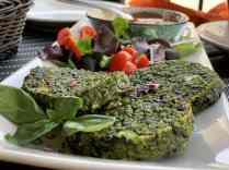 Medaglioni di quinoa e spinaci con hummus