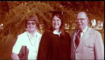 Jack e la moglie Charlotte insieme alla figlia Anne nel giorno della sua laurea