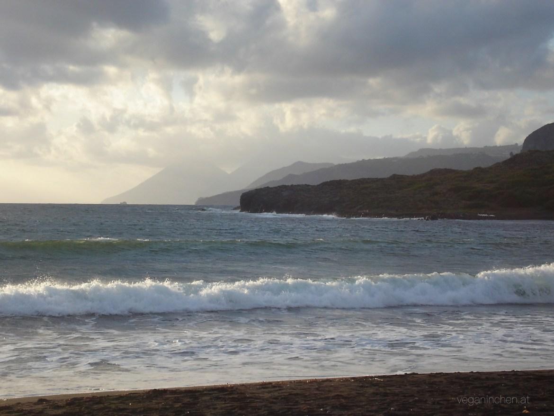 Vulcano Strand Sicht auf Lipari und Salina veganinchen