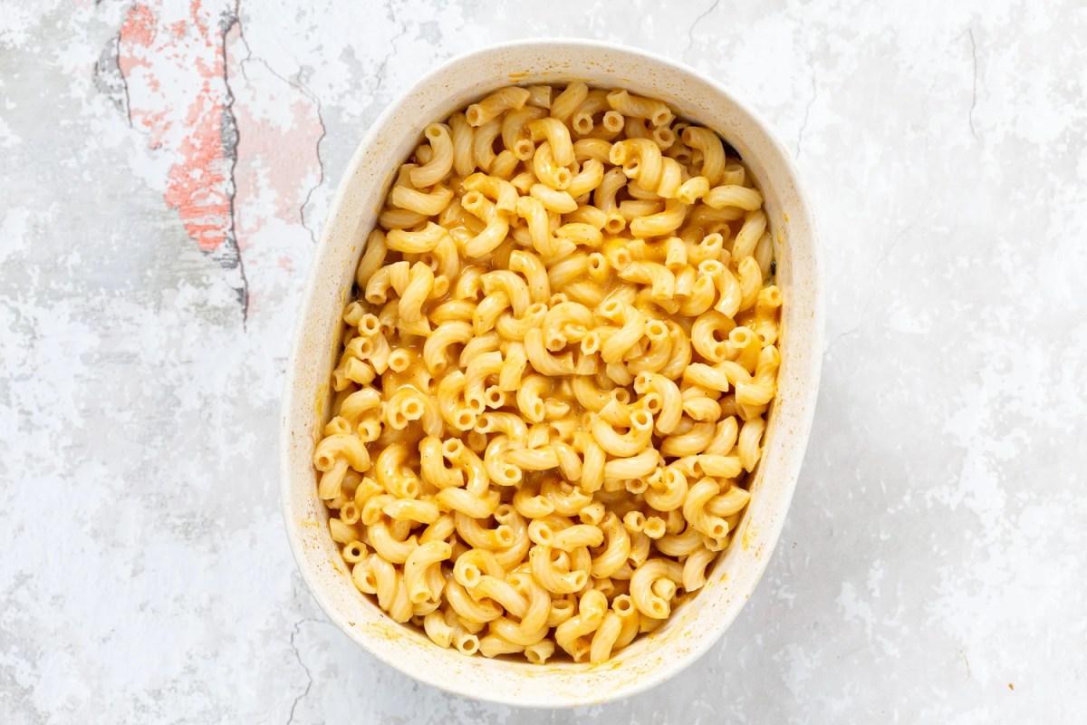 Vegan Pumpkin Mac and Cheese Bake. Easy Creamy Pumpkin Sauce with pasta, topped with crisp sage and breadcrumbs. #Vegan #Soyfree #Recipe #VeganRicha #nutfree option