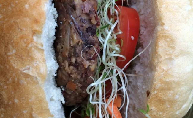 <b>V.V. Burger Showdown:</b> Match 8: The Battle of Charmed Timing<br>[Cafe Ghia vs. Cinnamon Snail]