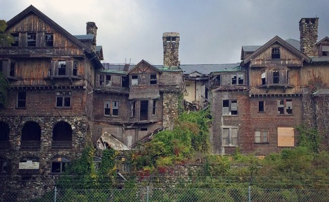 <i>Abandoned:</i><br>Halcyon Hall/The Bennett School for Girls