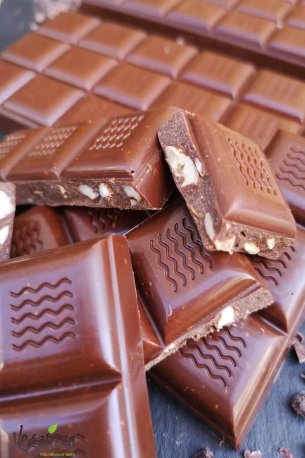Ciocolata cu mix de nuci