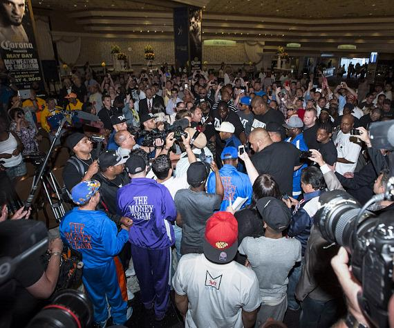 Floyd Mayweather  (in white hat near center) at MGM Grand in Las Vegas