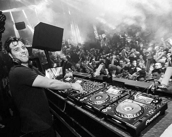Sebastian Ingrosso spins at LIGHT in Mandalay Bay