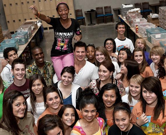 "Nick Lachey visits Three Square Food Bank during Winnit.com's ""Everybody Wins Tour"""