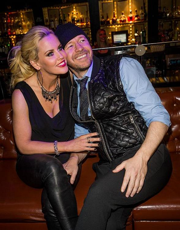 Jenny McCarthy and Donnie Wahlberg in Body English