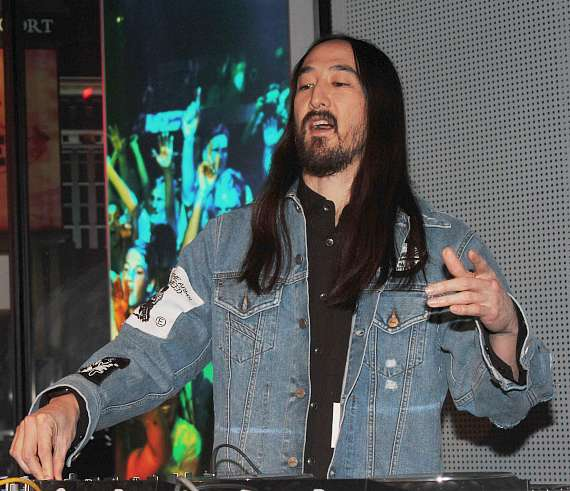 Steve Aoki performs live at Madame Tussauds