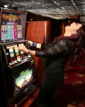 Blue Eyes, Bright Lights and Vegas – The Best Makeup For Casinos