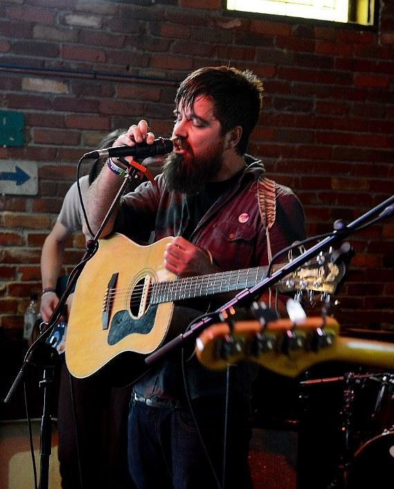 Rusty Maples performs at Austin Ale House