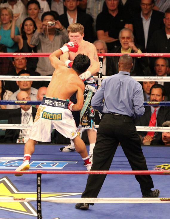 Pacquiao sets up the second knockdown